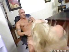 Porno: Ağır Sikişmə, Uniforma, Ofis, Böyük Döşlər