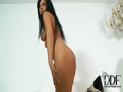 Passionate and hot brunette alyssia loop shows her tanned body and masturbates