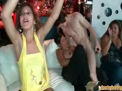 포르노: 파티, 게이정력남, 옷벗기, 옷 입은 상태로
