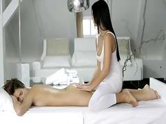 Porno: Masazhë, Lezbiket