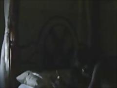 Porno: It Kimi, Cəsus, Cəsus, Qaralar