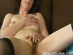 Porn: मां, मूठ मारना, अकेले, रगड़ना