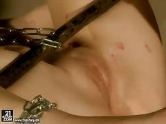 Porno: Esclavitud, Belleses