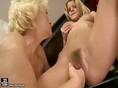 Phim sex: Tuổi Teen, Gái Già