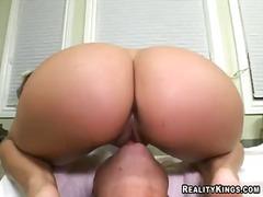پورن: ستاره فیلم سکسی, پستان گنده