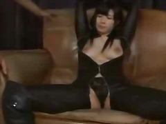 جنس: يابانيات, وضعية الكلب, ملابس جلدية لامعة, نهود كبيرة
