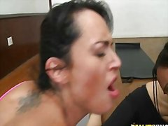 جنس: البصق في الفم, مرح, بزاز, نساء كاسيات ورجال عراه