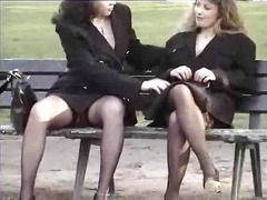 Порно: Панчохи, На Публіці