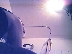 פורנו: מקלחת, מצלמה נסתרת