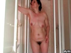 Porno: Lieli Dibeni, Spalvainās, Dušā, Pusmūža Sievietes