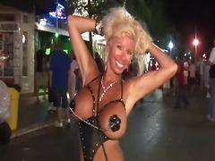 Porno: Maduritas, Tías En Bikini, Uniformes, Stripteases