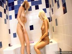 جنس: سحاقيات, حمام, نكاح اليد