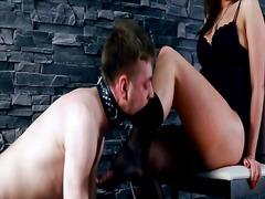 Porn: पैरों की कामुकता, दबंग औरत