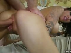 პორნო: ტატუირება, სექსი უკნიდან, ძუძუები