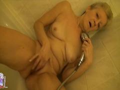 פורנו: מקלחת, אוננות, מגולחות, מבוגרות