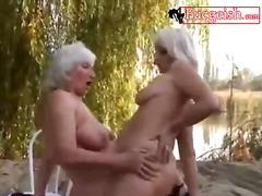 Porno: Madura, Playa, Al Aire Libre, Dedos Dentro