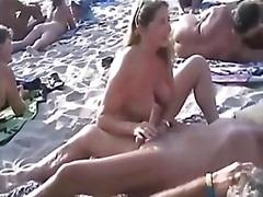 جنس: تبادل, شاطىء, نكاح اليد, تستمنى زبه بيدها