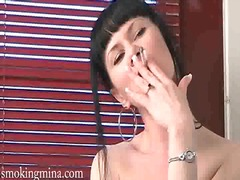 Lucah: Pemujaan, Merokok, Pakaian Dalam