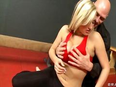 포르노: 금발미녀, 유두, 헬스장