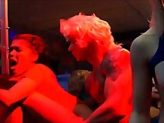 پورن: علاقه مند به جنس مخالف و همجنس خود, لزبین, گروه