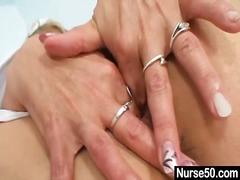 Porn: अधेड़ औरत, उंगली, नर्स