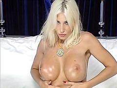 Porn: तेल, सुनहरे बाल वाली, आकर्षक महिला