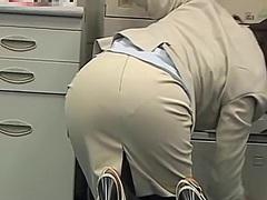 Porno: W Pracy, Nagość