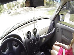 جنس: في السيارة, كاميرا حية, نظارات, شقراوات