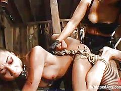 Porn: पिटाई करते हुए